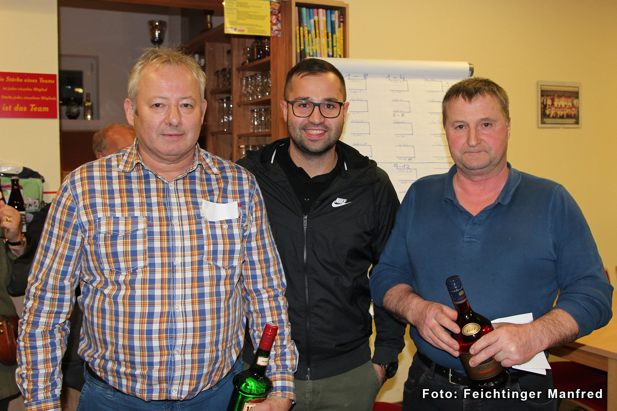 Platz 2 (links) Hans Lang und Sieger Ernst Mayrhofer (rechts) mit Manuel Waldl (Veranstaltungsteam)